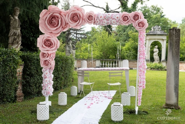 Allestimento matrimonio rose in lattice