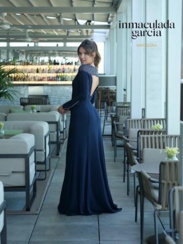 abito blu con ricamo