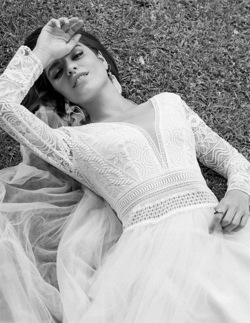 abito da sposa  corpino in pizzo e gonna di tulle