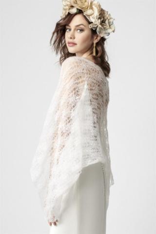 abito in raso e cappa in lana