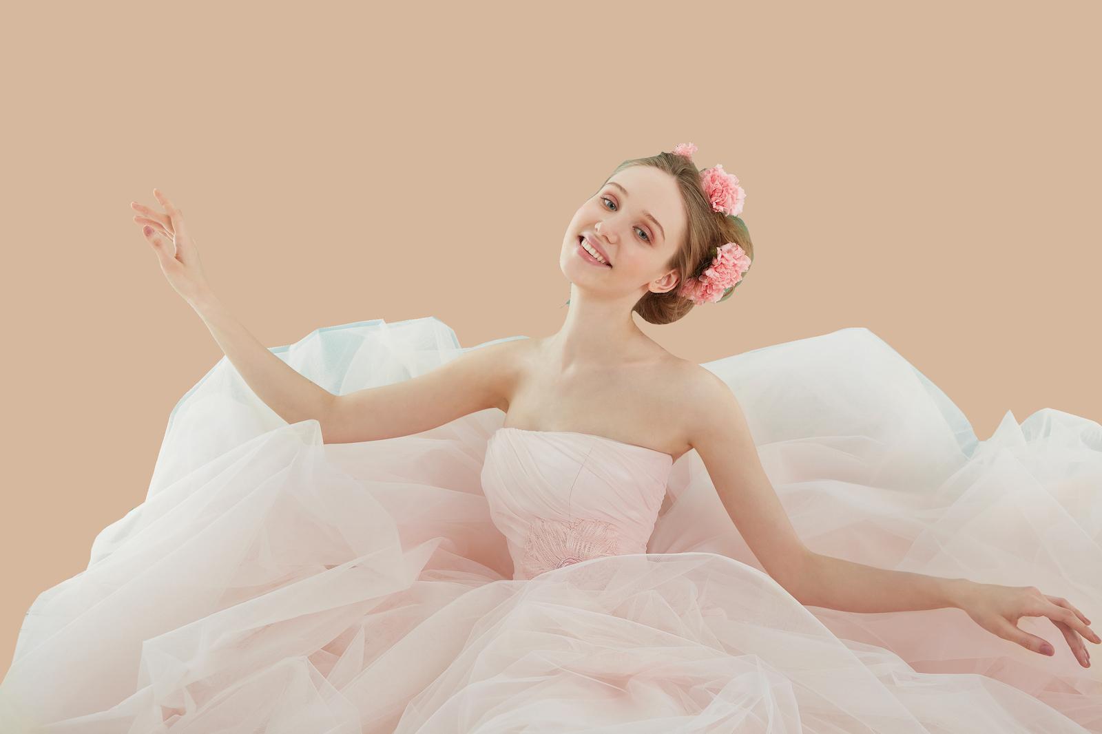 splendido abito in tulle con applicazioni di fiori in rosa cipria
