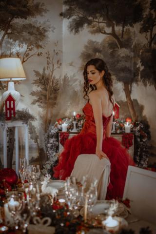Abito rosso mikado e tulle  e tavola natalizia